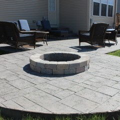 Ashlar Slate Patio with Firepit